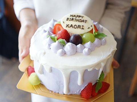 お誕生日のお祝いケーキ